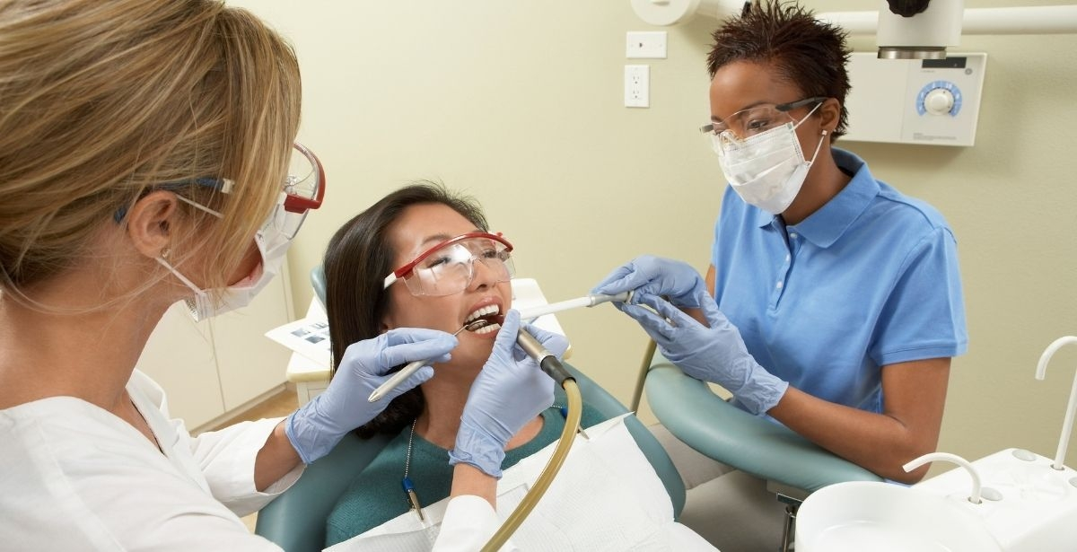 dental assistant chairside